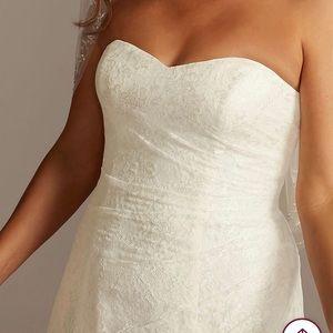 Brand new never worn wedding dress